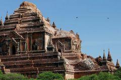 Hơn 2000 chùa cổ bị hủy hoại sau động đất ở Myanmar