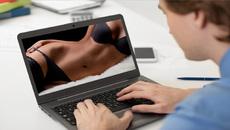 Trường công hàng đầu đưa phim khiêu dâm vào chương trình giảng dạy