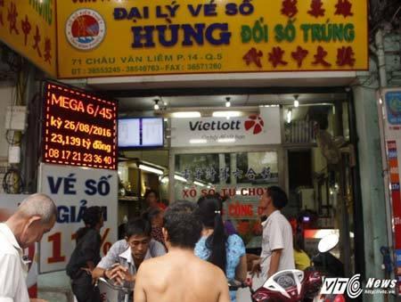 Dân Sài Gòn mơ đổi đời, nhịn ăn sáng gom tiền mua vé số kiểu Mỹ - ảnh 4