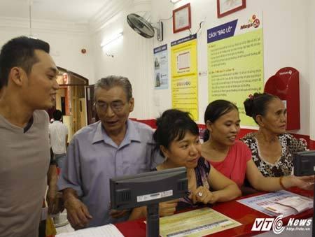 Dân Sài Gòn mơ đổi đời, nhịn ăn sáng gom tiền mua vé số kiểu Mỹ - ảnh 1
