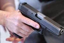 Tên cướp dùng súng bắn cảnh sát khi bị truy bắt giữa chợ