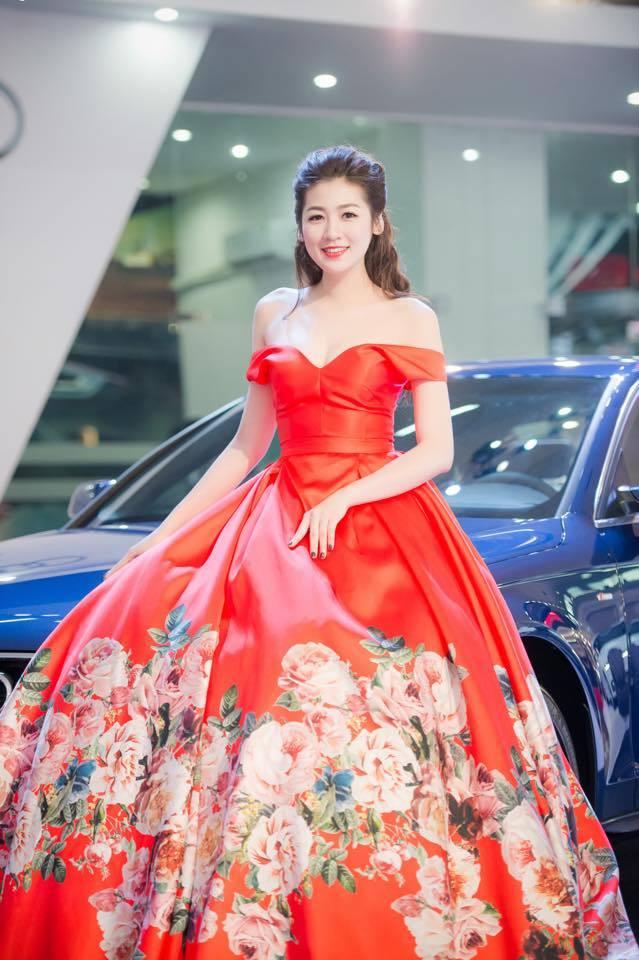Á hậu Tú Anh, Á hậu Thụy Vân, Hoa hậu Thu Thảo, Hoa hậu Ngọc Hân, Á hậu Huyền My, vai trần gợi cảm