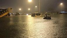 Sân bay Tân Sơn Nhất chìm trong biển nước