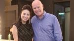 Vợ chồng Thu Minh âu yếm nhau giữa tin nợ trăm tỷ