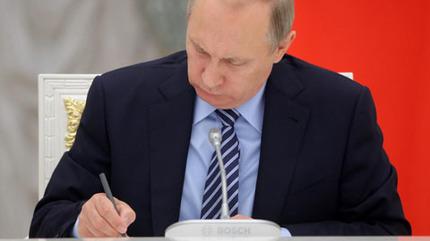 Putin bất ngờ sa thải 8 tướng lĩnh