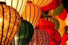 Chiêm ngưỡng cặp đèn lồng lớn nhất Việt Nam