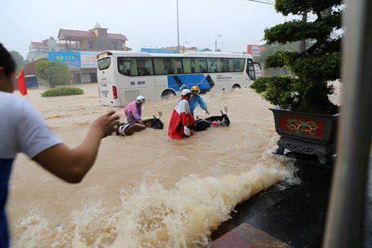 Dự báo thời tiết, Tin thời tiết trong ngày, Hà Nội mưa trắng trời, hà nội mưa ngập, hà nội ngập