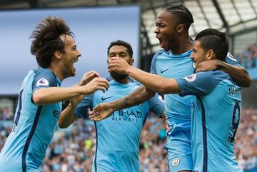 Sterling lập cú đúp, Man City toàn thắng cùng Pep