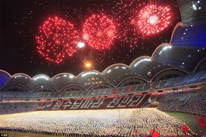 Hơn chục vạn thanh niên reo hò đón Kim Jong Un