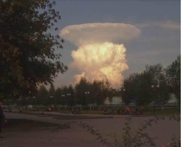 Dân hốt hoảng vì mây hình nấm như nổ hạt nhân