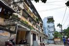 Cận cảnh khu tập thể xập xệ, 'chống nạng' giữa Thủ đô Hà Nội
