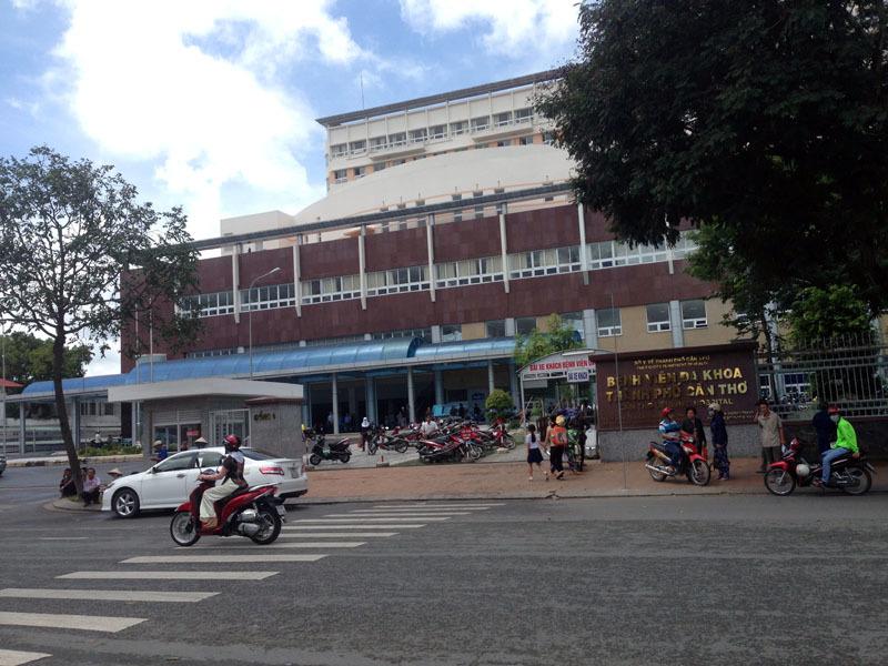 Bệnh nhân HIV cầm kéo rượt 6 bác sĩ chạy tán loạn