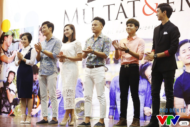 Mạnh Trường 'tấn công' Lã Thanh Huyền vì hôn Hồng Đăng