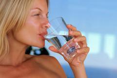 Nguy hiểm khôn lường khi uống không đủ nước