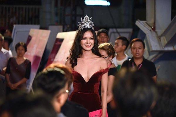 Cách mặc không thể 'nóng' hơn của Hoa hậu Thùy Dung