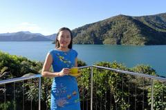 Cô gái Việt 'đốn gục' triệu phú Tây bằng việc giành trả tiền ăn