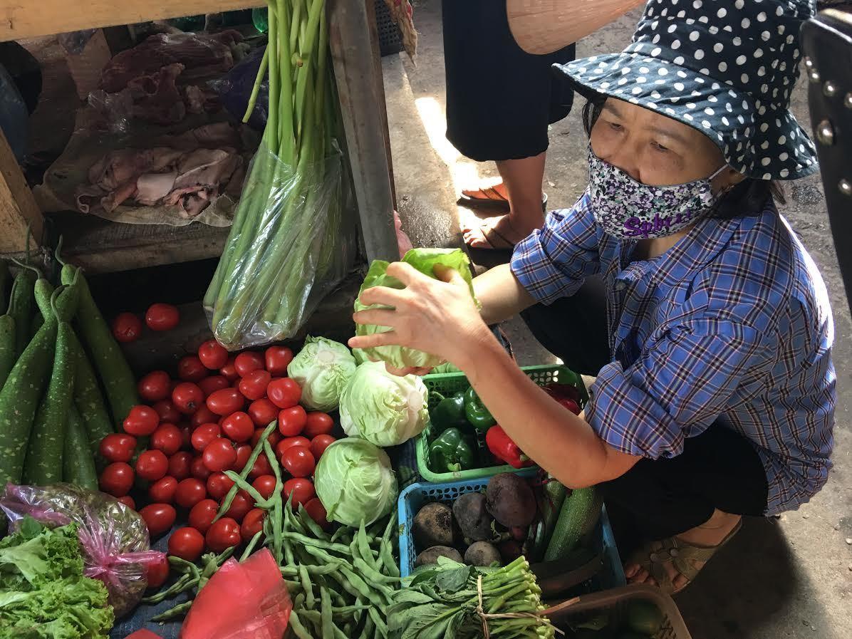 Rau xanh tăng giá 5 lần, mẹ đãi cả nhà rau Trung Quốc