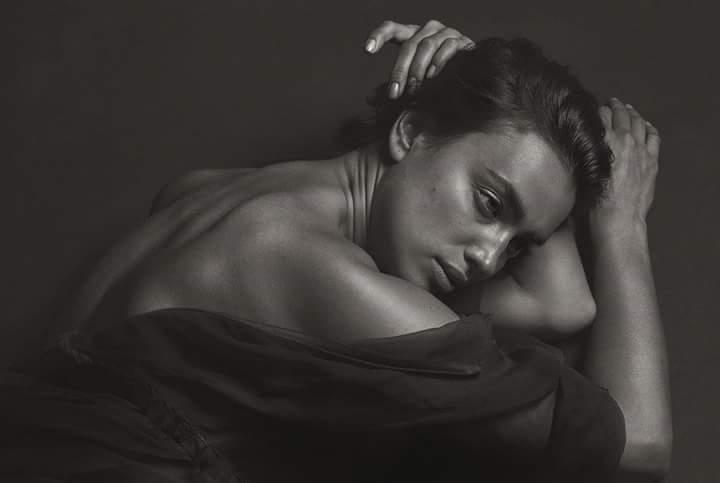 Irina Shayk ngã bổ ngửa vì diễn quá sâu
