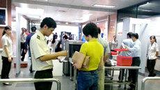 Đi máy bay bằng giấy tờ của người khác, tham rẻ hóa đắt