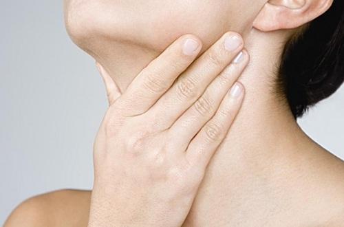 ung thư vòm họng, triệu chứng ung thư vòm họng, dấu hiệu ung thư vòm họng