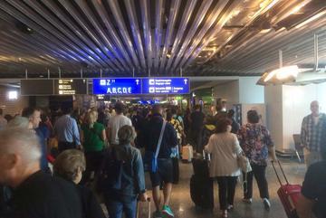 Sân bay đông hàng đầu châu Âu bị dọa đánh bom