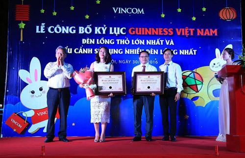 Lung linh đèn lồng Thỏ Vọng Nguyệt lớn nhất Việt Nam
