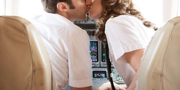 Mảng tối sau sự sang chảnh của nữ tiếp viên hàng không: Tiết lộ không ngờ