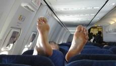 Khó thở với vị khách 'bốc mùi' trên máy bay