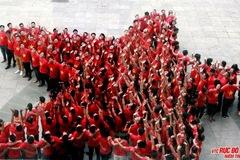 Trên 1.500 người mặc áo đỏ sao vàng nhảy flashmob mừng 2-9