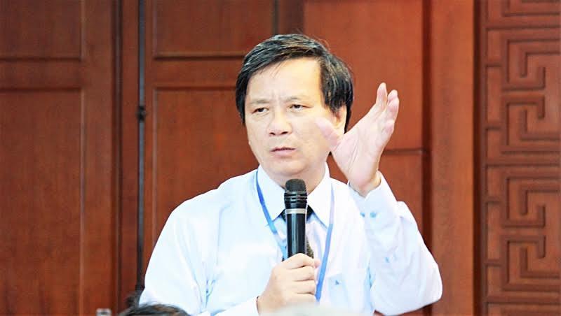 """""""Tôi thuộc những người đánh giá rất cao vai trò của ngôn ngữ và văn hóa đối với sự trường tồn của dân tộc mà đề nghị như thế. Tôi tin rằng: Tiếng Việt còn thì văn hóa ta còn, văn hóa ta còn thì nước ta còn"""" – PGS. TS Đoàn Lê Giang."""