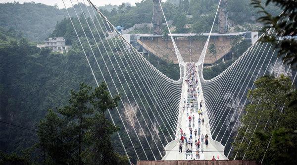 Vì sao cầu đáy kính lớn nhất thế giới bị đóng cửa?