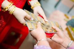 """Mẹ ơi, con không muốn trở thành """"cây vàng"""" di động trong ngày cưới!"""