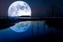 Mặt trăng là hành tinh nhân tạo của người ngoài Trái đất?