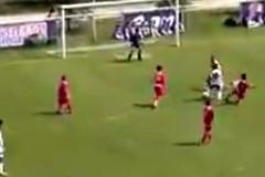 """Cầu thủ """"rang lạc"""" trước rừng hậu vệ rồi ghi bàn"""