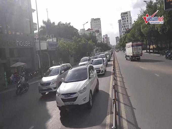 Lạ kỳ giao thông Hà Nội, thua đứt Sài Gòn