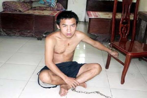 Nghịch tử dùng gậy đánh cha tử vong ngay trong nhà