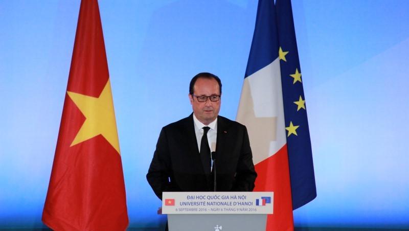 Tổng thống Pháp: 'VN muốn phát triển thì không thể dừng lại ở gạo'