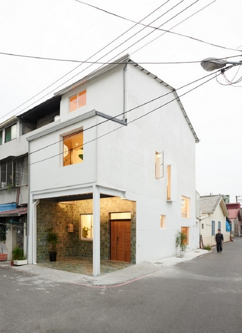 20160906151408 ngoi nha 1 Ngôi nhà 35m² với gác lửng ngập tràn ánh sáng tự nhiên của gia đình có con nhỏ