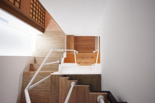 20160906151408 ngoi nha 9 Ngôi nhà 35m² với gác lửng ngập tràn ánh sáng tự nhiên của gia đình có con nhỏ