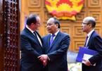 Thủ tướng tặng Tổng thống Pháp bình phong 'Dấu ấn thời gian'
