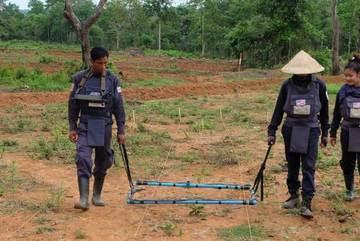 Mỹ viện trợ Lào 90 triệu USD gỡ bom