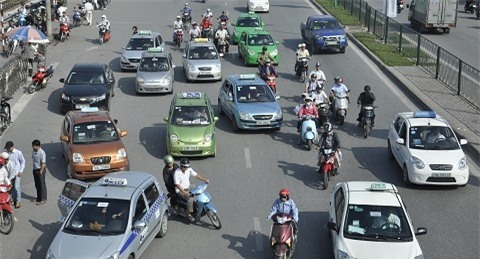 giao thông Hà Nội, ôtô lấn làn, ô tô dàn hàng ngang, ùn tắc giao thông, ý thức giao thông, phân làn giao thông