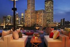 Giá phòng khách sạn đang rất rẻ, đã đến lúc 'xách balo' đến Hồng Kông và Singapore!