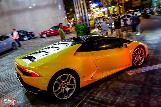 Cường Đô La lái siêu xe Huracan trên đường Sài Gòn