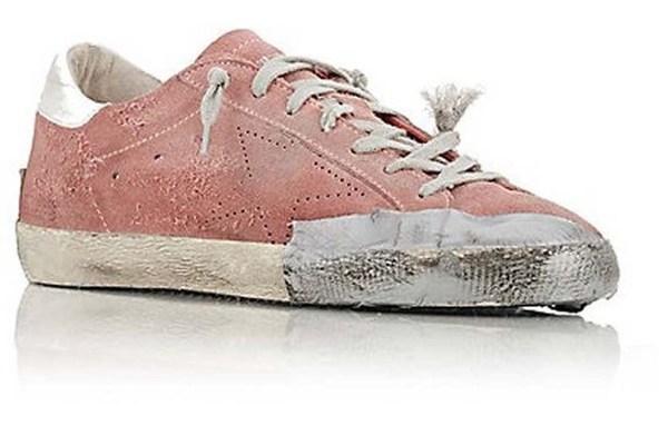 Đôi giày rách... rao giá 'cắt cổ'