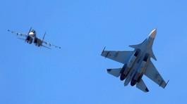 Chiến cơ Nga áp sát máy bay Mỹ trên Biển Đen