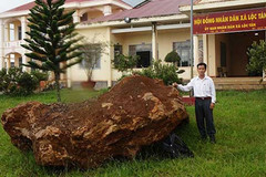 Bắt giữ tảng đá quý 20 tấn