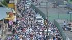 TPHCM: Rào đường thi công cầu vượt thép, giao thông hỗn loạn