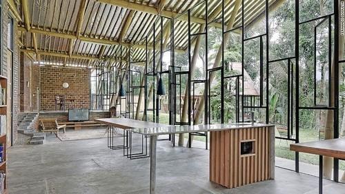 Bên trong căn nhà nghiêng 70 độ độc đáo ở Jakarta