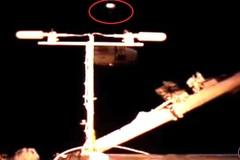 Bí ẩn phi thuyền người ngoài hành tinh đang giám sát trạm ISS?